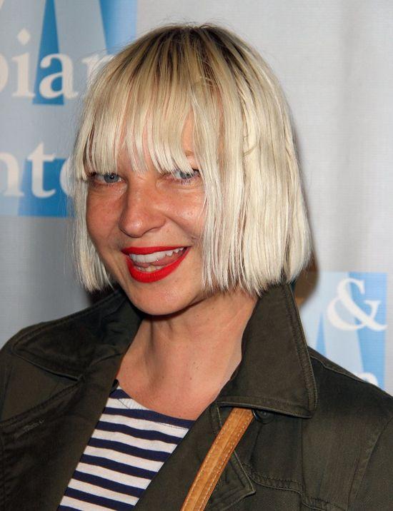 Dlaczego Sia nie chce pokazywać swojej twarz?