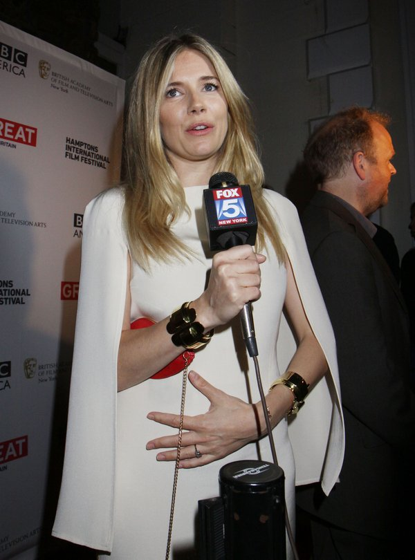 Sienna Miller: Już wiem, do czego służą piersi (FOTO)
