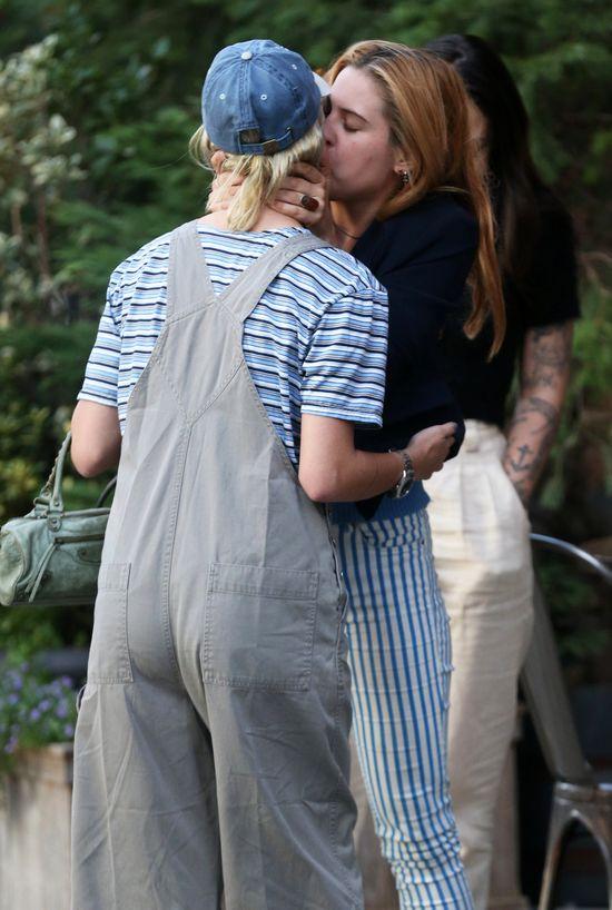 Tak całują się siostry Willis (FOTO)