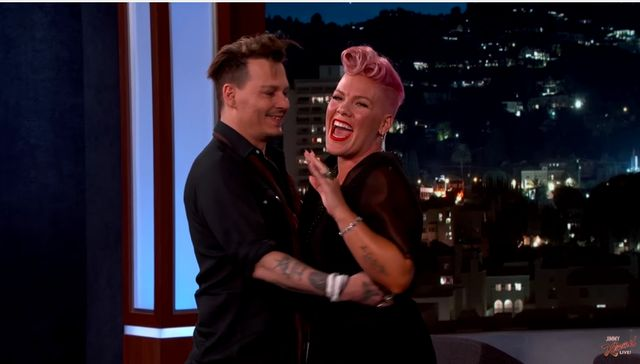 Nie uwierzysz, jak zareagowała PINK, kiedy zobaczyła... Johnny'ego Deppa!