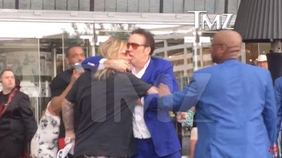 PIJANY Nicolas Cage POBIŁ się z... wokalistą rockowym! (VIDEO)