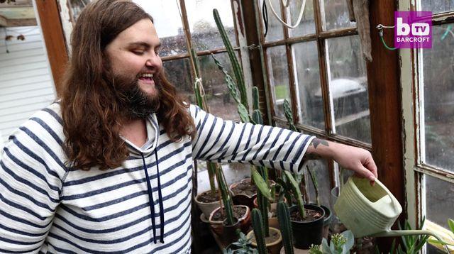 Ta kobieta wyhodowała u siebie PRAWDZIWĄ brodę! I czuje się... sexy! (VIDEO)