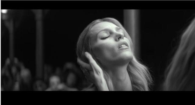 NAGA Anja Rubik w nowym teledysku Mary Komasy! (+18) (VIDEO)