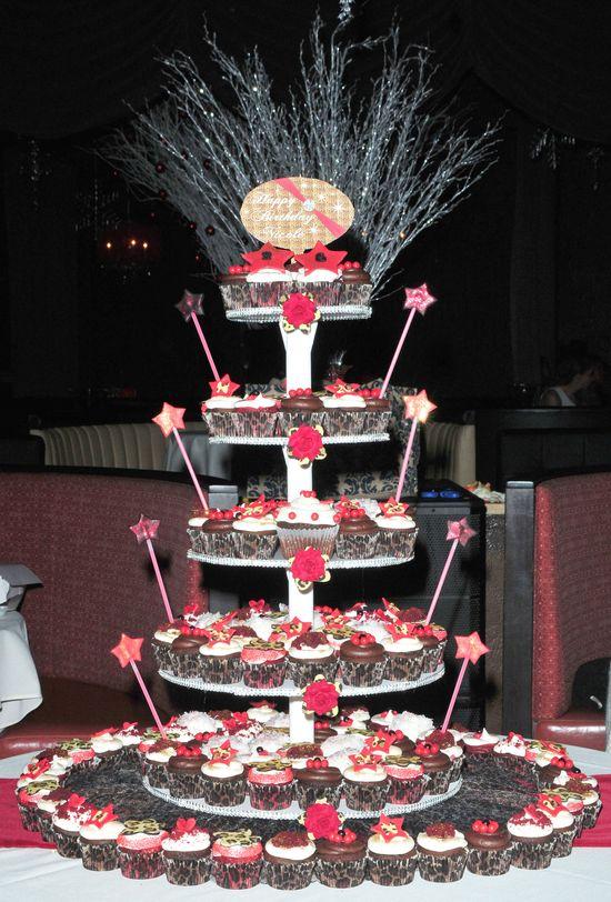 Snooki nie najadła się urodzinowym tortem (FOTO)