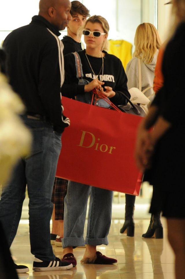 Na zębach nosi grilla 14-karatowego złota, a zakupy na gwiazdkę robi u Diora (FO