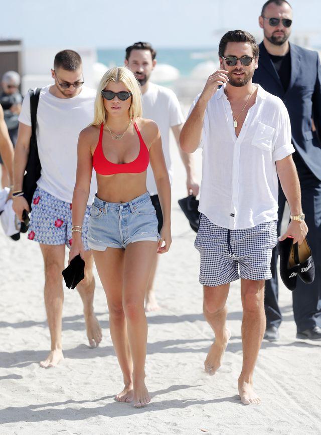 Mieli się rozstać, a tu Sofia Richie wypina się do Scotta Disicka na plaży