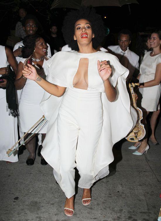 Solange pobiła rekord kreacji ślubnych (FOTO)