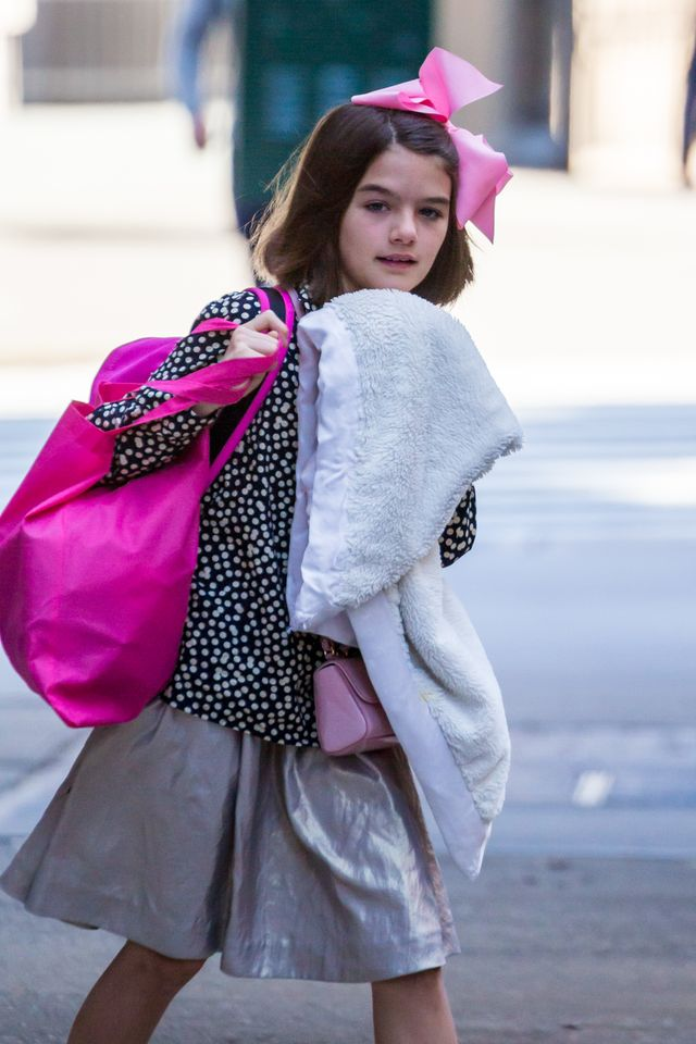11-letnia Suri Cruise z kocykiem na ulicy (ZDJĘCIA)