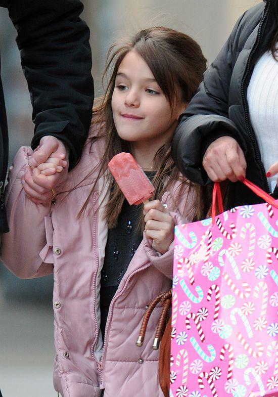 Suri Cruise jest szczęśliwym dzieckiem? (FOTO)