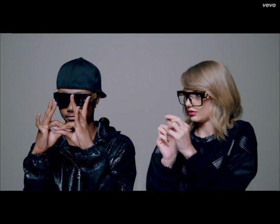 Taylor Swift próbuje twerkać, rapować, być cheerleaderką...