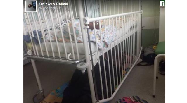 Polskie mamy małych dzieci śpią w szpitalach na podłodze. Pod łóżkami (Facebook)