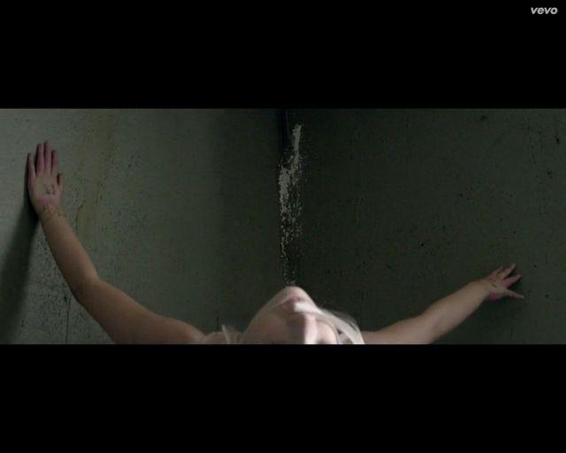 NIESAMOWITY taniec Maddie Ziegler do piosenki o alkoholizmie