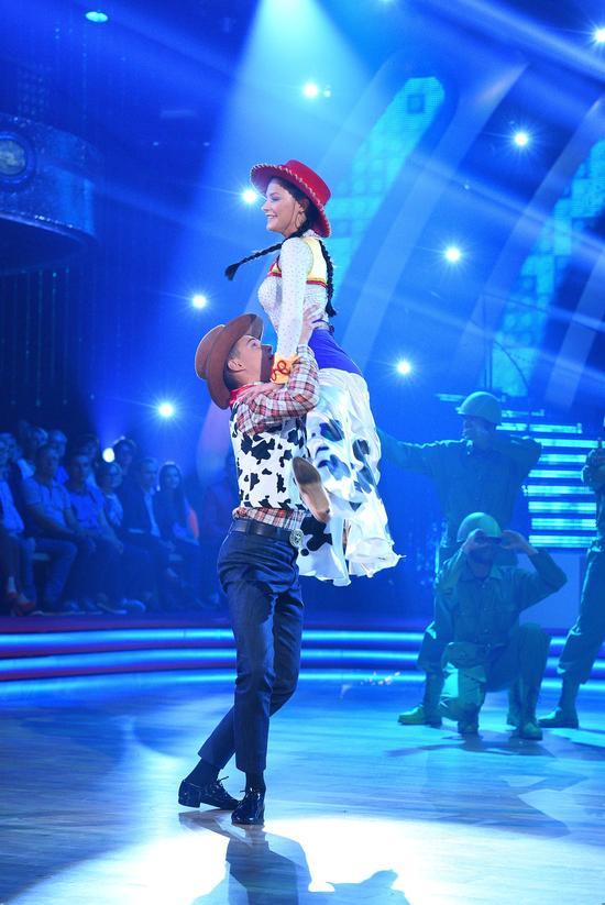 Po bajkowym odcinku Tańca z gwiazdami w show odpadła bardzo lubiana osoba