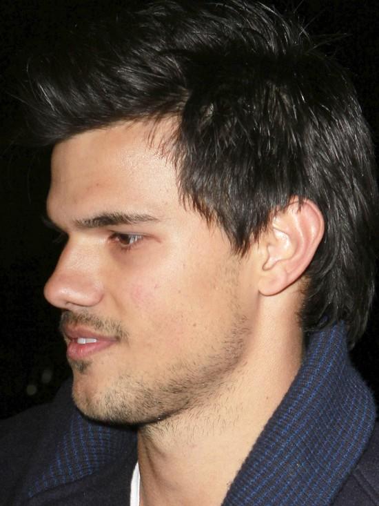 Taylor Lautner zapuścił wąsik (FOTO)