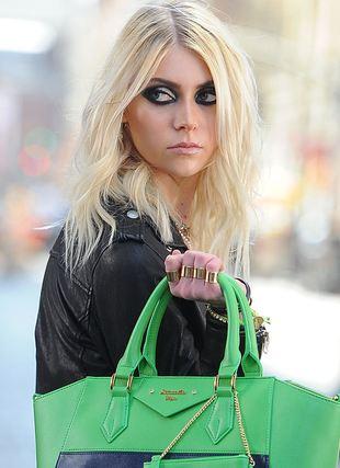 Roznegliżowana Taylor Momsen kręci nowy teledysk (FOTO)
