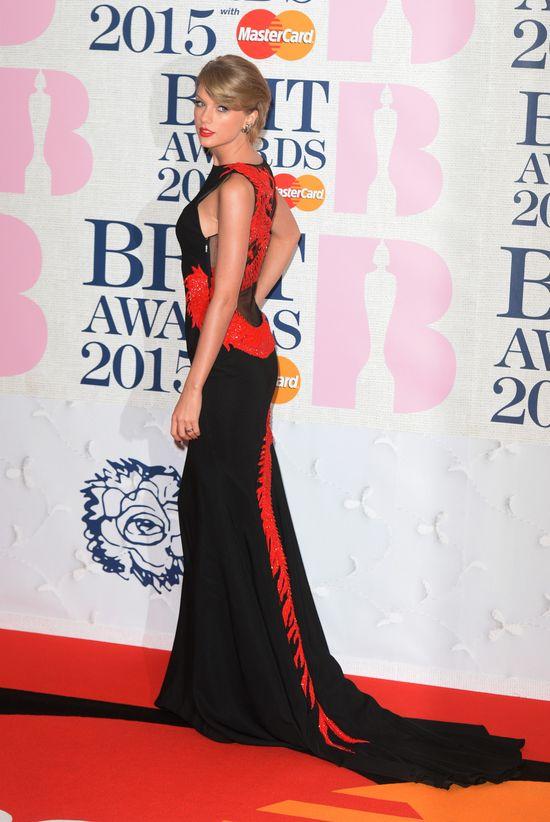 Jak Taylor Swift prezentowała się na The Brit Awards? (FOTO)