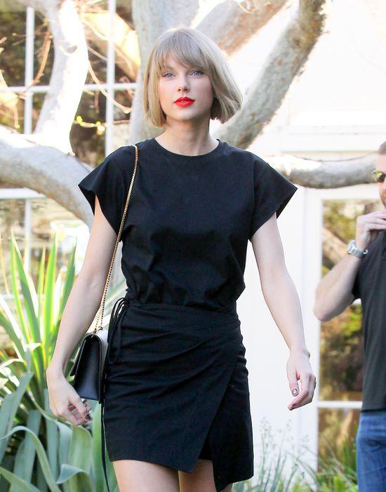 Do tej pory Taylor Swift zakładała zachowawcze stylizacje