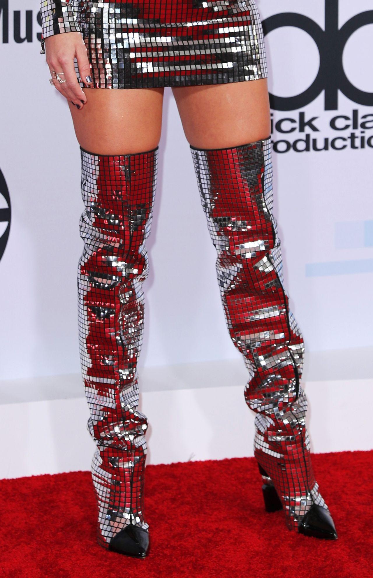 Taylor Swift jak dyskotekowa kula na gali American Music Awards 2018 (ZDJĘCIA)
