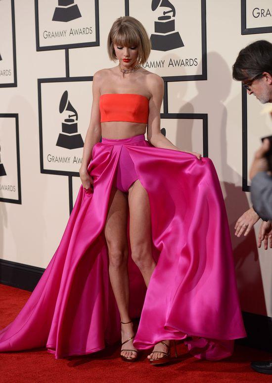 Ale WTOPA! Ktoś upublicznił OBCIACHOWE zdjęcia Taylor Swift!