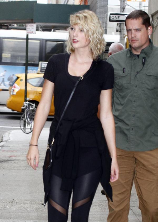Internet oszalał? Czy Taylor Swift jest... klonem słynnej satanistki? (FOTO)