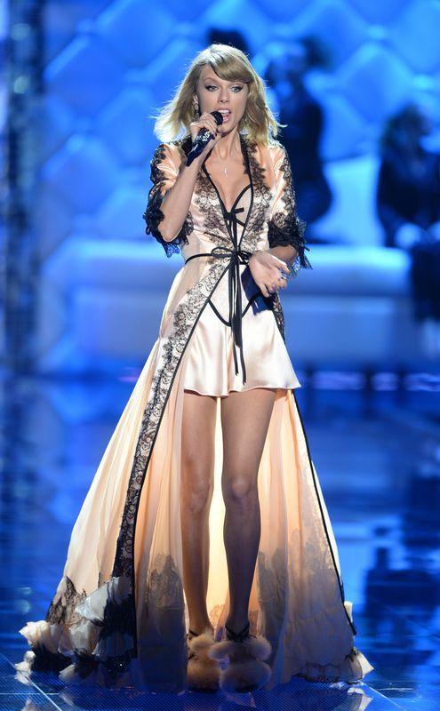 Taylor Swift zadomowi�a si� na wybiegu VS (FOTO)