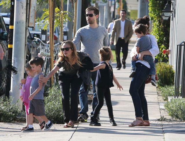 Tobey Maguire przy�apany z rodzink� (FOTO)