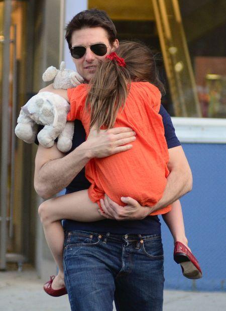 Dlaczego Tom Cruise robi TO swojej córce?!