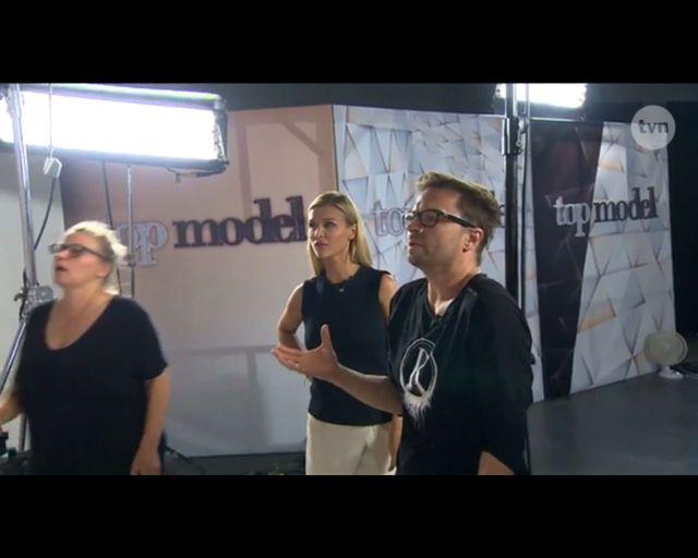 Top Model: Fotograf zdenerwowany podczas rozbieranej sesji