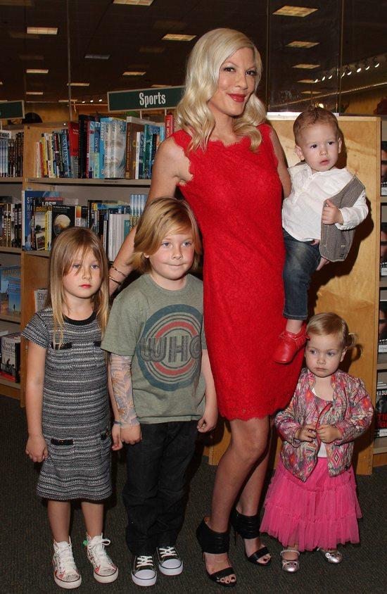 Seks taśma nie zakłóca rodzinnego szczęścia Tori Spelling