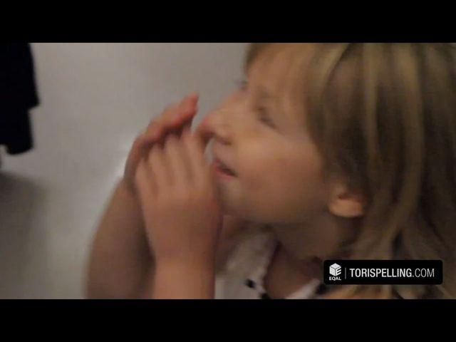 Dzieci Tori Spelling przyszły do niej tuż po porodzie VIDEO