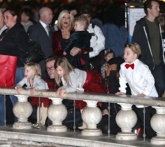 Tori Spelling udaje rodzinną sielankę (FOTO)