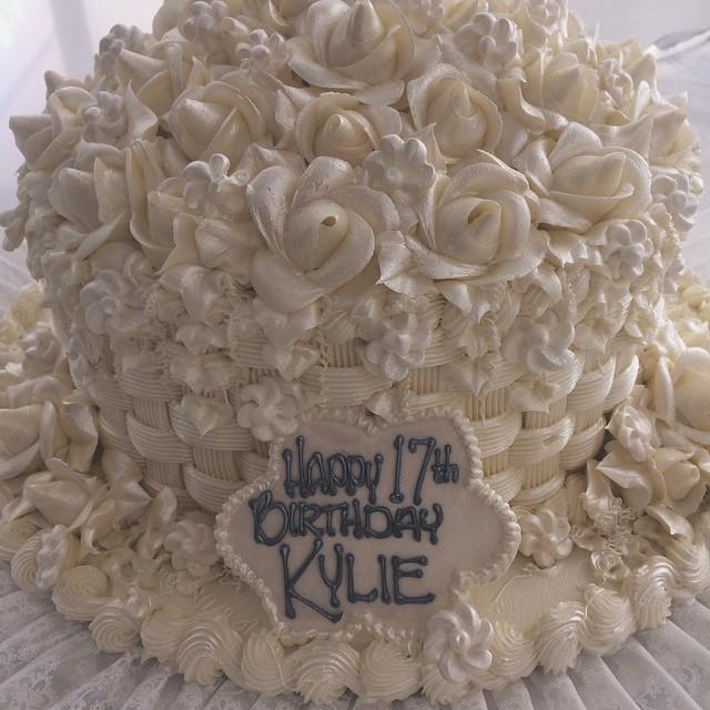 Celebryci chwalą się NIESAMOWITYMI... tortami! (FOTO)
