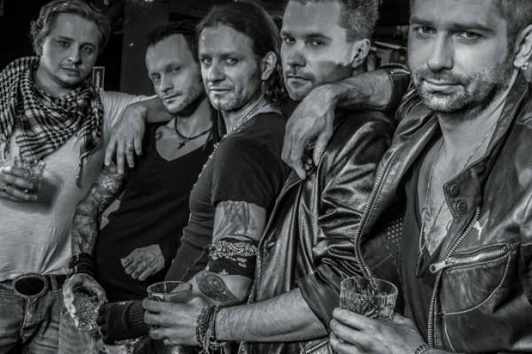 Radosław Majdan został gitarzystą w kapeli rockowej