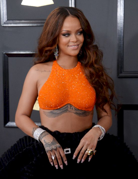 Rihanna jest w CIĄŻY?! To dlatego tak przytyła? (ZDJĘCIE)