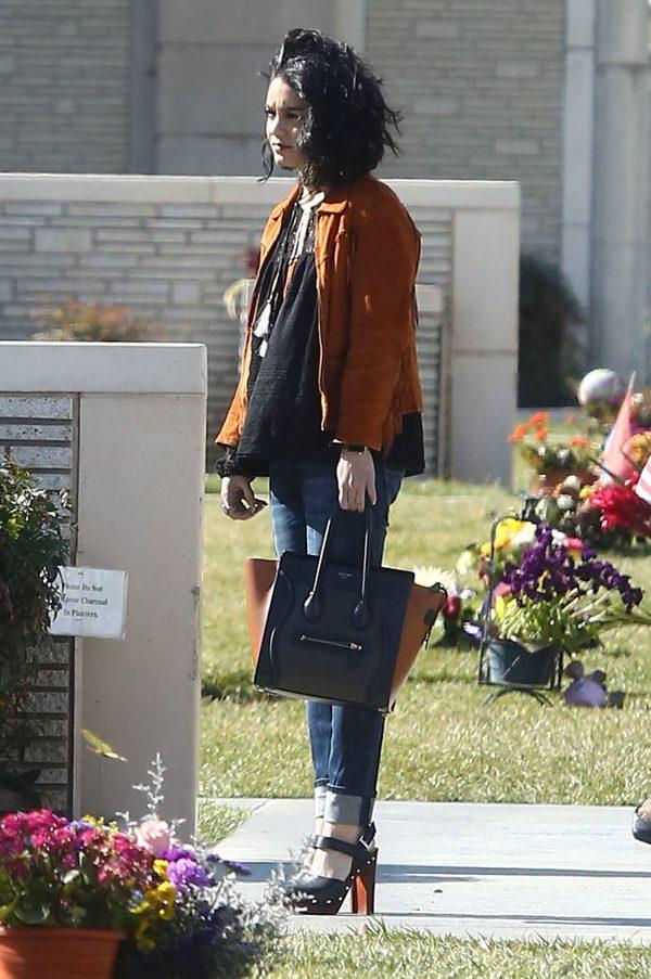 Paparazzi nie odpuszczają Vanessie Hudgens przed pogrzebem