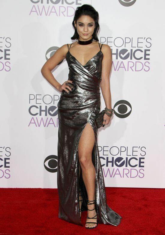Na People's Choice Awards zachwyca�a bez doczep�w (FOTO)