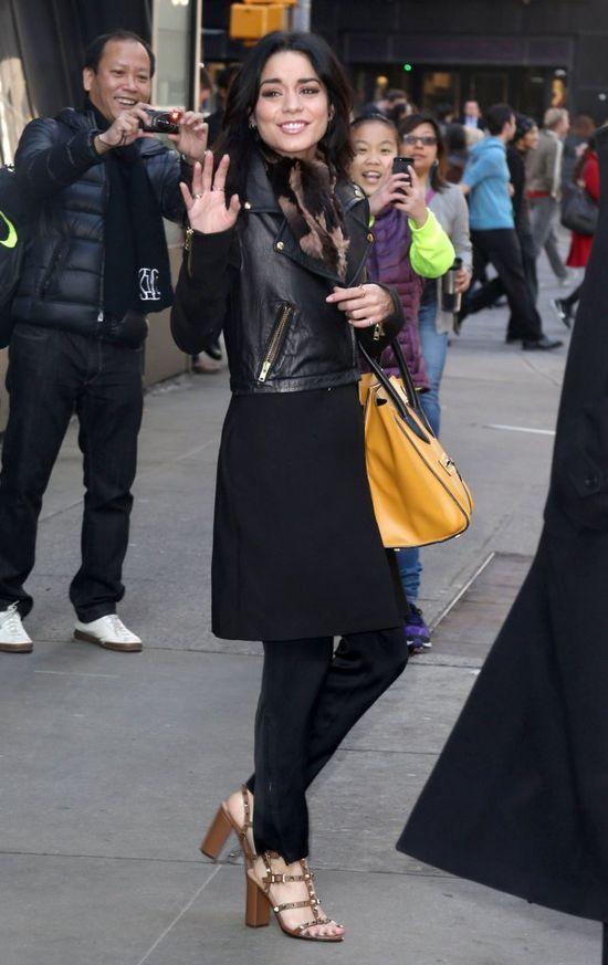 Kurtka, sukienka, spodnie i sandały? (FOTO)