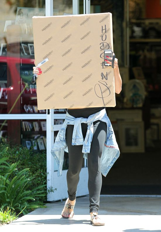 Vanessa Hudgens robi�a wszystko, by nie pokaza�, �e... (FOTO