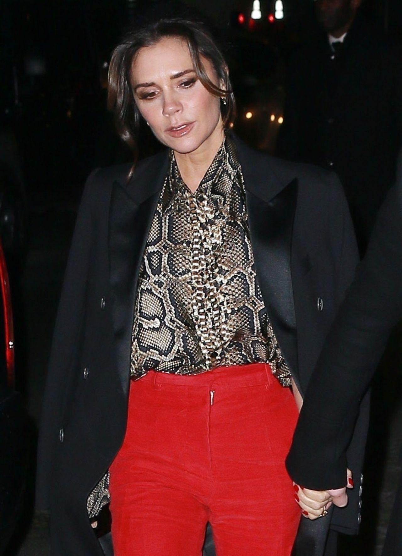 Victoria Beckham pokazuje, jak optycznie wydłużyć nogi - to skuteczny trik! (ZDJ