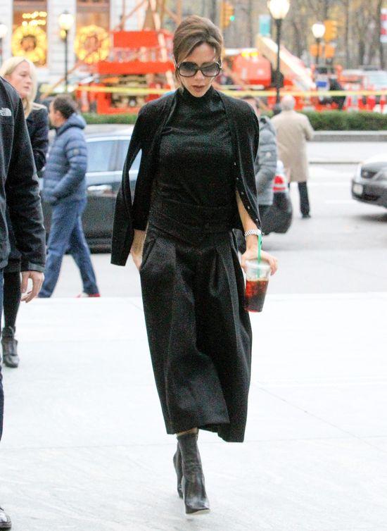 Vogue zrobił z Victorii Beckam KALEKĘ! (FOTO)