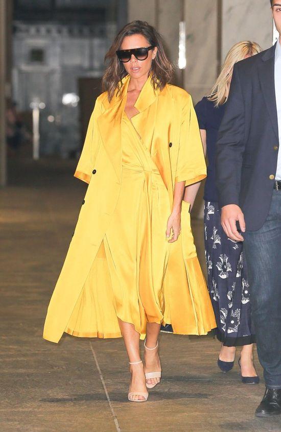 Victoria Beckham ukrywa ci��owy brzuszek pod obszernym p�aszczem? (FOTO)