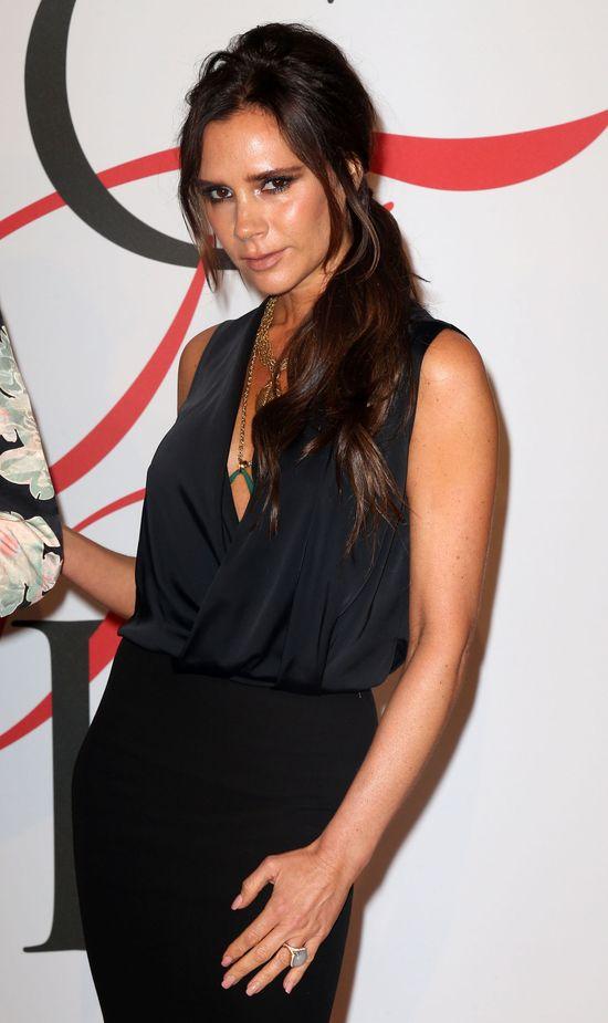 Co się stało z twarzą Victorii Beckham? (FOTO)