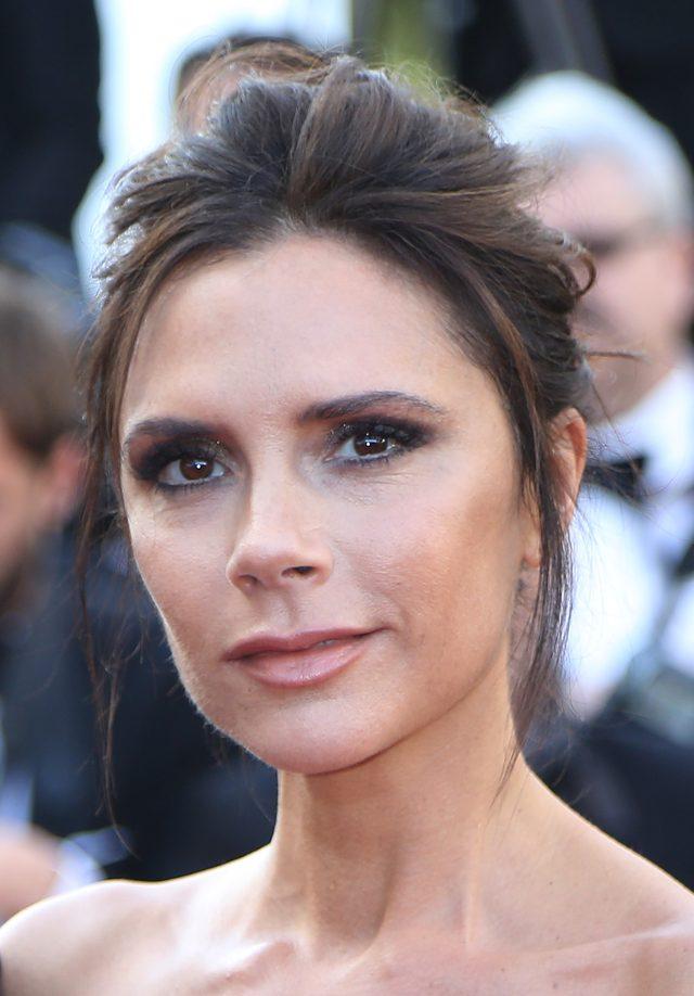 Stylizacja Victorii Beckham w Cannes wywołała dyskusję (FOTO)