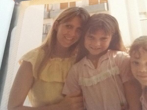 Victoria Beckham pokazała zdjęcia z dzieciństwa (FOTO)