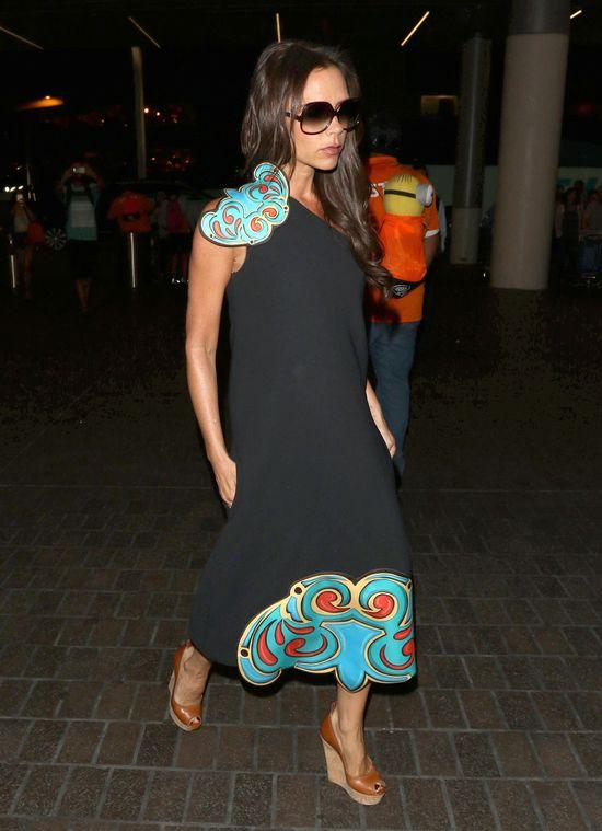 Victoria Beckham w podróżny nie stawia na wygodę (FOTO)