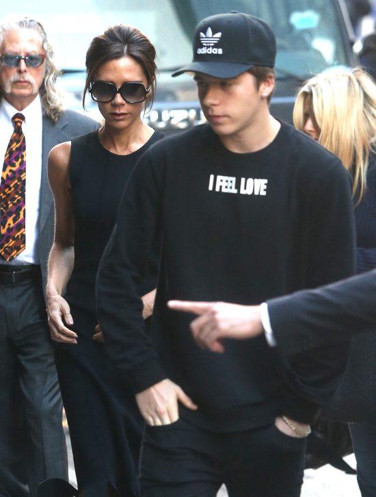Gdy zdejmie okulary, Victoria Beckham nie wygląda najlepiej
