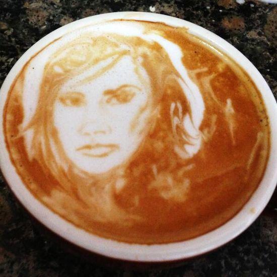 Kawkę z Victorią Beckham poproszę (FOTO)