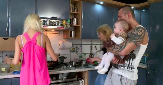 Eliza i Trybson pokazali dziecko i por�d (VIDEO)
