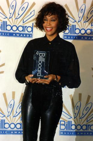 Brat Whitney Houston przyznał, że wprowadził ją w narkotyki