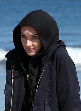 Winona Ryder boi się słońca? (FOTO)